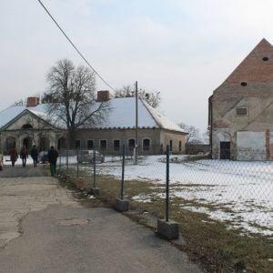 Súčasný stav kaštieľa a sýpky. Zdroj: Bratislavský samosprávny kraj