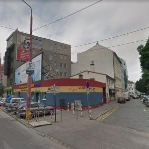 Na nároží Malého trhu a Karadžičovej vznikne nový dom