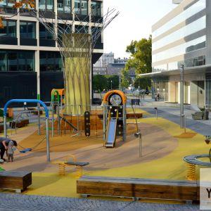 Detské ihrisko, robené na mieru. Lepšie riešenie ako plastové kúpené ihriská, ktoré sa občas objavujú pri iných projektoch.