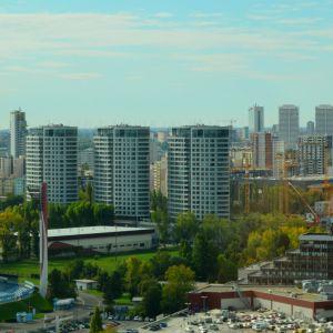 Tri veže a Národný futbalový štadión. V budúcnosti sa tento pohľad zmení potom, ako sa Mlynské Nivy zaplnia novými výškovými budovami a potom, ako sa dokončí prestavba Cvernovky - Ružového hradu.