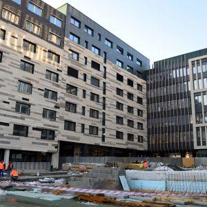 Nové námestie bude srdcom celého komplexu a umožní peší prechod na Mýtnu ulicu.