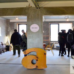 Mimo hlavného centrálneho priestoru sa nachádza niekoľko menších, ktoré poskytujú zázemie pre firmy, ktoré si prenajmú priestory v objekte.