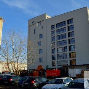 Budova bola pôvodne nevzhľadná, dnes je však elegantná a čistá.