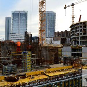 Výstavba podzemných podlaží a Veže II.