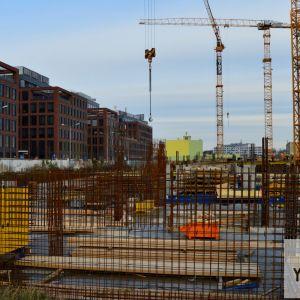 Budúci nástupný priestor do SkyParku, kde ešte pribudnú obchody a terén bude upravený, aby vytvoril zaujímavý park so svahovitými časťami.
