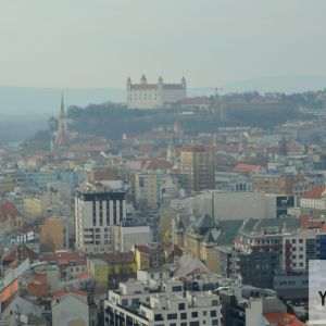 Centrum mesta s dominantným Hradom a hustou kompaktnou zástavbou.