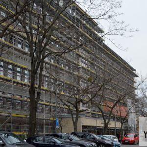 Pokračuje rekonštrukcia fasády Ministerstva financií SR.