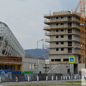 Najkrajší pri pohľade na štadión je Kamzík v pozadí.