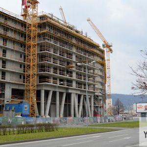 Čoskoro začne výraznejšie rásť výšková časť bytového domu.