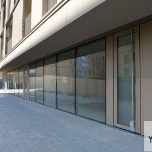 Obchodné priestory v parteri jedného z domov. Vďaka centrálne polohe budú dobre dostupné pre obyvateľov oboch fáz.