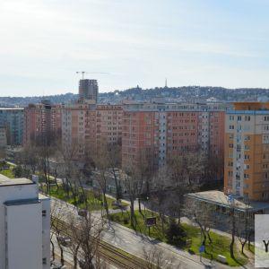 Sídlisko Februárka bolo jedno z prvých bratislavských sídlisk, ako aj najvkalitnejších. Je zrejmé, že architekti projektu Rezidencie Pri Mýte si brali inšpiráciu aj z tohto sídliska.