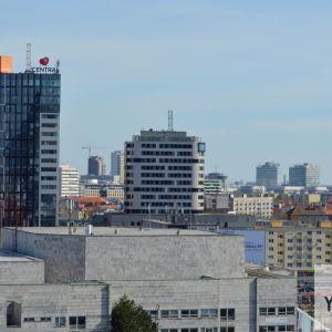 Nákupné centrum Central, v pozadí rozvíjajúca sa zóna v okolí ulice Mlynské nivy. V blízkej budúcnosti sa môže tento pohľad zaplniť ďalšími vežami.