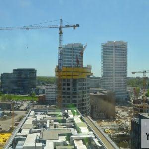 Výhľad z 13. podlažia Twin City Tower. Fotené cez zaprášené sklo