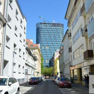 Pohľad z Grösslingovej ulice.