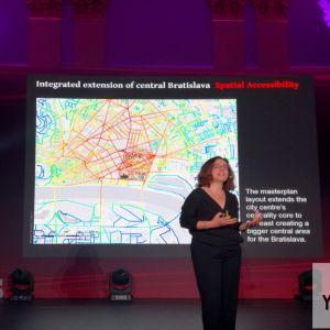 Na konferencii Talks by HB Reavis vystúpila Anna Rose, riaditeľka spoločnosti Space Syntax Limited, špecializujúcej sa mestský dizajn a plánovanie. Predstavila víziu územia, developerom nazývaného Nové Nivy. Podľa tejto vízie, vzniknúť by malo permeabilné