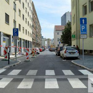 Ulica bola obnovená v celej dĺžke. Bohužiaľ, Heydukova sa nedočkala podobne komplexnej obnovy