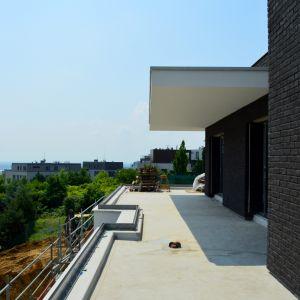 Veľkorysá terasa v byte D3.01, ktorá poskytne veľmi príjemné a v budúcnosti už nerušené výhľady na Bratislavu.