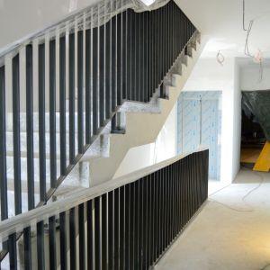 Kvalitné materiály boli použité aj v spoločných priestoroch. Vďaka svetlíkom bude priestor vzdušnejší a dobre presvetlený. Vďaka konfigurácii terénu budú mať obyvatelia bloku D veľmi jednoduchý prístup ku garáži.