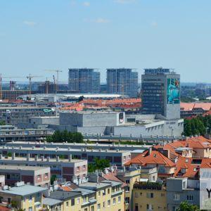 Tento pohľad ešte prejde veľkými zmenami - nielenže sa dokončí výstavba Národného futbalového štadiónu s dvomi výškovými budovami, zmena čaká aj Istropolis.