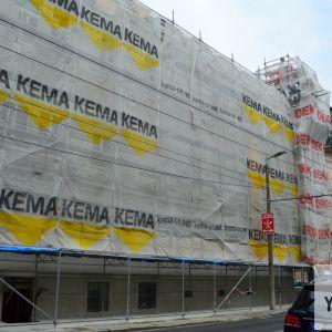 Palisády patria k najvýstavnejším bratislavským uliciam, preto sú rekonštrukcie na tejto ulice o to viac potešiteľnejšie. Na fotografii Bytový nájmný dom z obdobia po roku 1895 v eklektickom štýle. Dom je Národnou kultúrnou pamiatkou.
