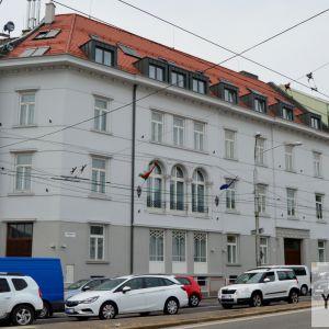 Úplne dokončená je už aj rekonštrukcia domu na Štefánikovej 1, známej ako Budova ČTK alebo niekajšie sídlo Čs. Agrárnej banky. Dnes slúži ako sídlo veľvyslanectva Maďarskej republiky. Dom z prelomu storočí v eklektickom štýle je Národnou kultúrnou pamiatk