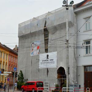 Veľmi pozitívna je aj obnova domu, známeho ako Štefánka, inak domu grófky Irmy Erdődyovej. Vznikol okolo roku 1900 v eklektickom štýle. V parteri sa nachádza legendárna bratislavská reštaurácia Štefánka. Zatiaľ sa obnovuje fasáda orientovaná do Hodžovho n