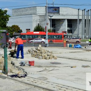 Hlavné mesto realizuje obnovu povrchov v okolí vstupu od Novej tržnice.