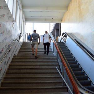 Vstup od Centralu bol vyčistený a dostal nový eskalátor
