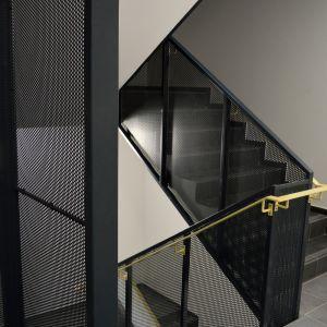 Spoločné priestory sú zariadené jednoducho, výhodou je však prítomnosť až dvoch audiovrátnikov - pri vchode do budovy a pri vchode na chodbu.