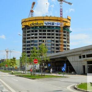 Pohľad z Továrenskej ulice na Vežu č. III