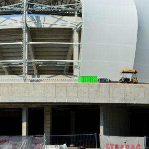 Vonkajší plášť štadióna sa dokončuje.