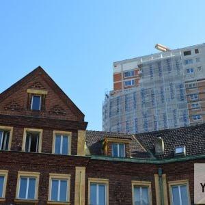 Première sa týči nad budovou YMCA, pamiatky z prvých rokov existencie ČSR