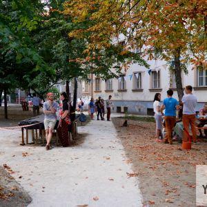 Aktivisti zorganizovali počas Dobrého trhu susedský piknik, pre ktorý je plocha ako stvorená