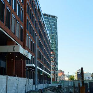 Twin City Tower z budúcej vozovky ulice Mlynské nivy.