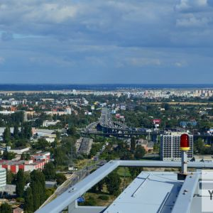 Pohľad do východných častí mesta, v strede diaľnica D1 a križovatka Prievoz, ktorú čaká masívna prestavba.