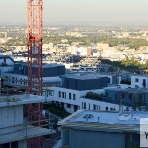 Výhľad na rastúcu zástavbu nad Tupého ulicou