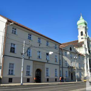 Ukončená revitalizácia priečelia Kláštora sv. Alžbety, ktorá nasleduje po nedávnej rekonštrukcii fasády Kostola sv. Alžbety.