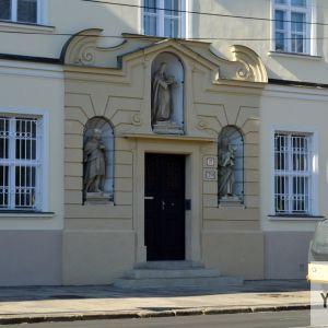 Jeden z obnovených detailov kláštora.
