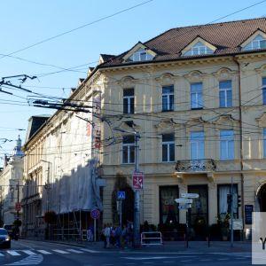 V obnove je dom na ulici Palisády 59. Dom v eklektickom štýle vznikol v posledných rokoch 19. storočia ako dom grófky Irmy Erdődyovej. Neskôr sa stal známy prítomnosťou slávnej kaviarne Štefánka. Za NKP bol vyhlásený v roku 1980.