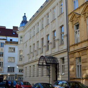 Okolie Palisád je jednou z najkrajších štvrtí Bratislavy, jednou z mála príkladov regulovanej veľkomestskej zástavby z prelomu 19. a 20. storočia, ktoré vznikali v blízkych metropolách, ale v Bratislave len v obmedzenej miere.