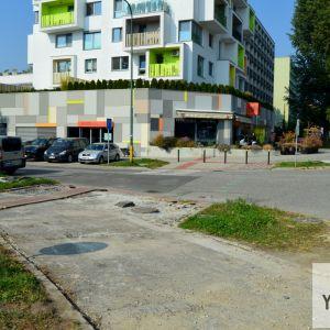 Priechod pri projekte Nová Háj od ITB Development. Developer vyznačil úsek popri svojom projekte už v čase jeho výstavby.