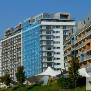 Pohľad od Chorvátskeho ramena, vpravo prvá fáza developmentu