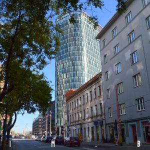 Vstup do downtownu zo Starého Mesta a zaujímavý kontrast pôvodnej a modernej architektúry