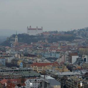 Tradičný pohľad smerom k Hradu a historickému centru mesta