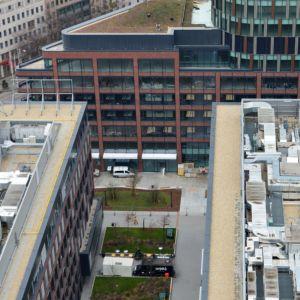 Pohľad na verejné priestranstvá v Twin City zo Sky Parku