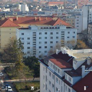 Kmeťovo námestie a prvý panelák na Slovensku, dnes chránený ako NKP
