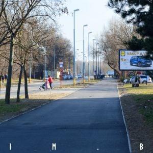 Nový povrch chodníka na Starohájskej, ktorý bude zdieľaný medzi chodcami a cyklistami