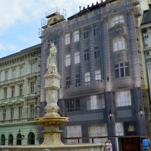 Maximilánova fontána a Palác Uhorskej eskontnej a zmenárenskej banky
