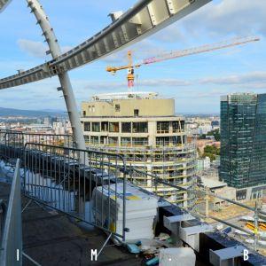 Pohľad zo strechy, kde bude terasa pre rezidentov