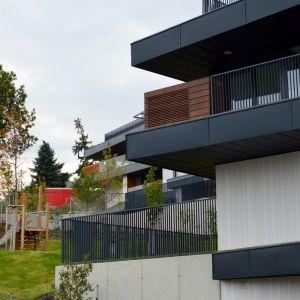 Napriek veselej architektúre a možnosti zapojenia klientov do dizajnu má projekt decentný výzor
